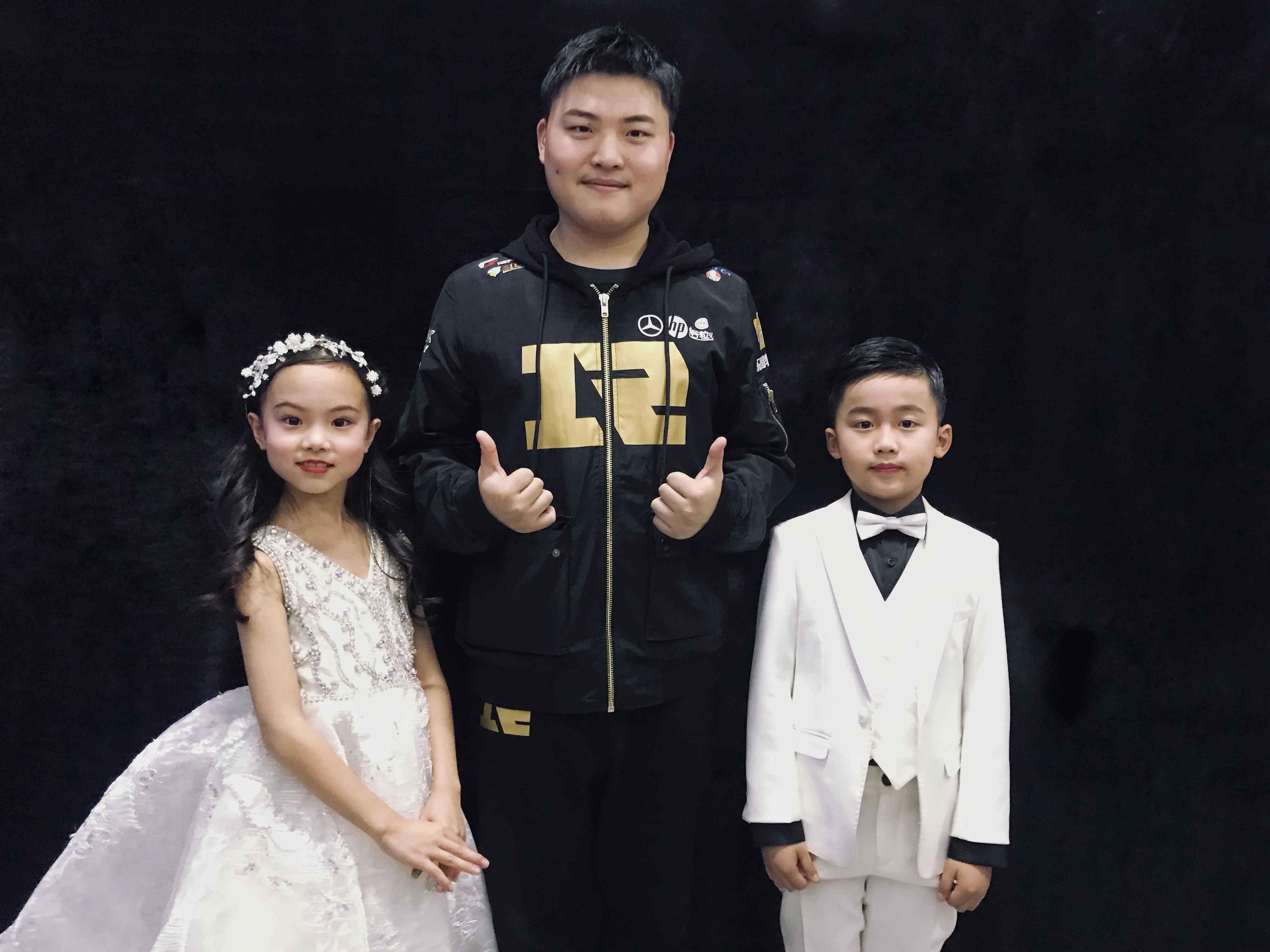 照片4:中国魔指精灵与中国电竞小王子Uzi.jpg
